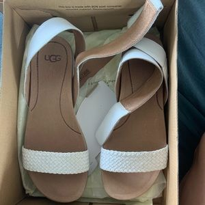 New ugg sandals size 7